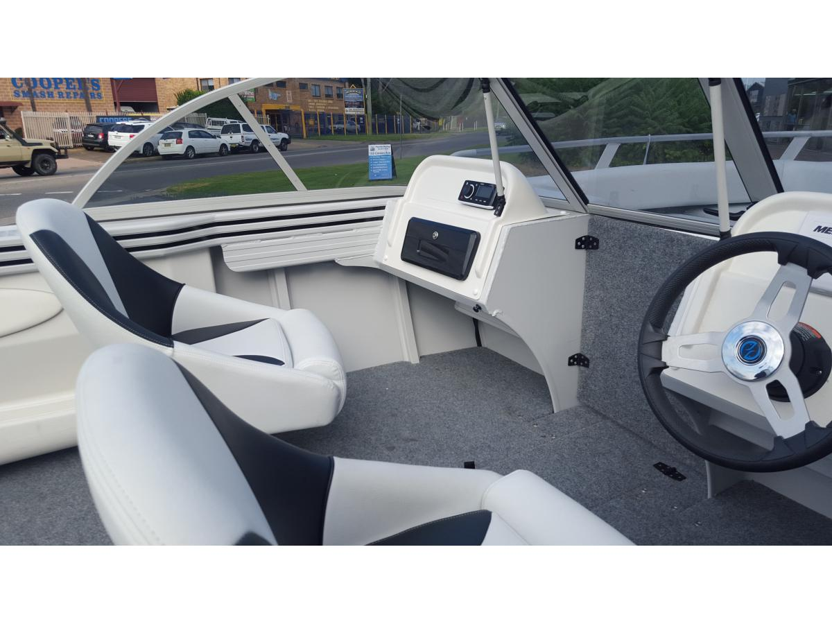 Bluefin New 2016 Bowrider 5.15m